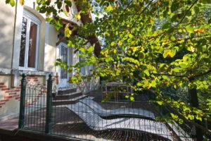 Les bains de soleil vous attendent sur la terrasse ombragée