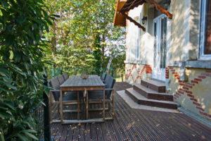 Le salon de jardin vous permet de profiter de la terrasse et d\'y prendre l\'apéritif ou vos repas si vous le souhaitez