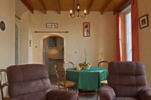 La salle à manger est en accès direct avec la cuisine
