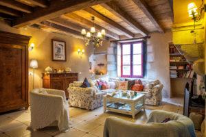 Un grand salon pour des moments conviviaux en famille ou entre amis
