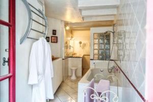 La salle de bains du rez de chaussée