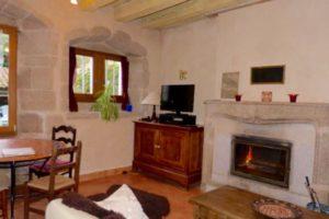 Cuisine, la petite table et la cheminée, coin salon 45 m2
