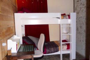 Petite chambre à côté de la chambre parentale